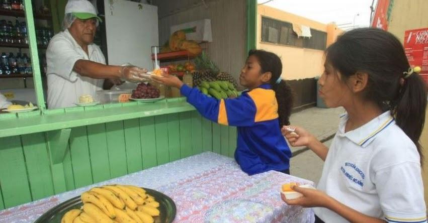 Quioscos y comedores escolares estarán obligados a brindar alimentos saludables (D. S. Nº 017-2017-SA)