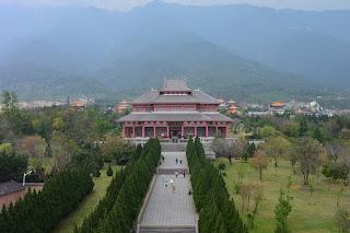 Temple dans le parc des trois pagodes à Dali
