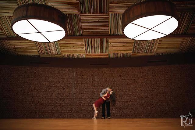 raphael gallo, ensaio romântico, prévia romântica, natureza, pôr do sol, haras, e-session, pré wedding, rústico, noivos, parede de tijolos, geometria