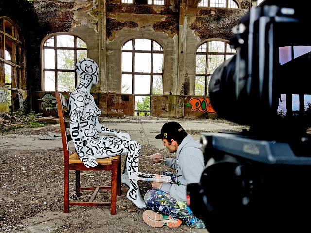 Ben Heine Art - Flesh and Acrylic - Ben Heine Music Clip - Quand T'es Loin - Clip de Musique - Charleroi