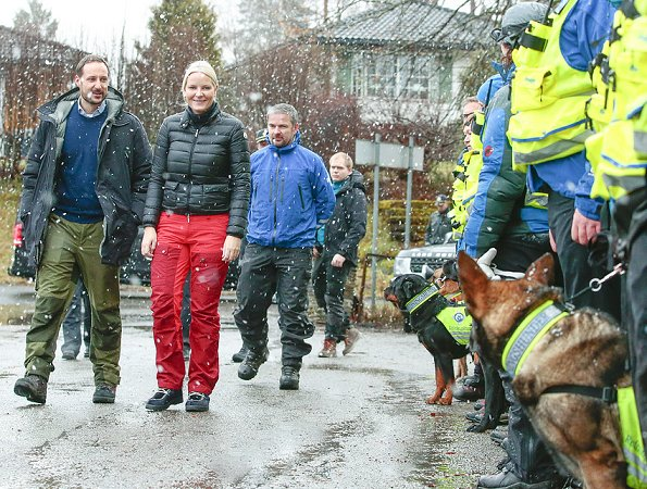 Crown Prince Haakon and Crown Princess Mette-Marit visited Norwegian Rescue Dogs (Norske Redningshunder)
