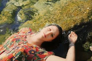 retratos-de-mujeres-sobre-paisajes-hiperrealismo-encantador mujeres-pinturas-hiperrealistas