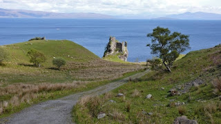 The road going to Brochel Castle