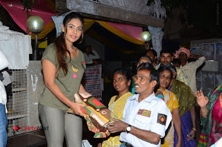 Actress Sri reddy (apthatrust director) Distrubuted Blankets for Orphans at Sai Baba Temple  0027.JPG