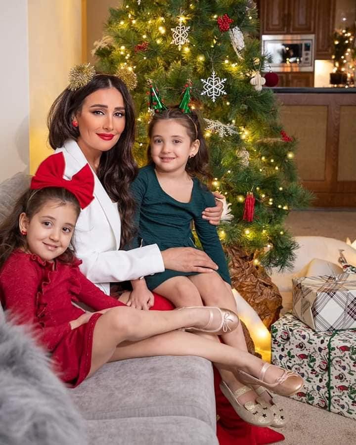 النجمة كندا حنا وعائلتها يحتفلون بعيد الميلاد المجيد ....