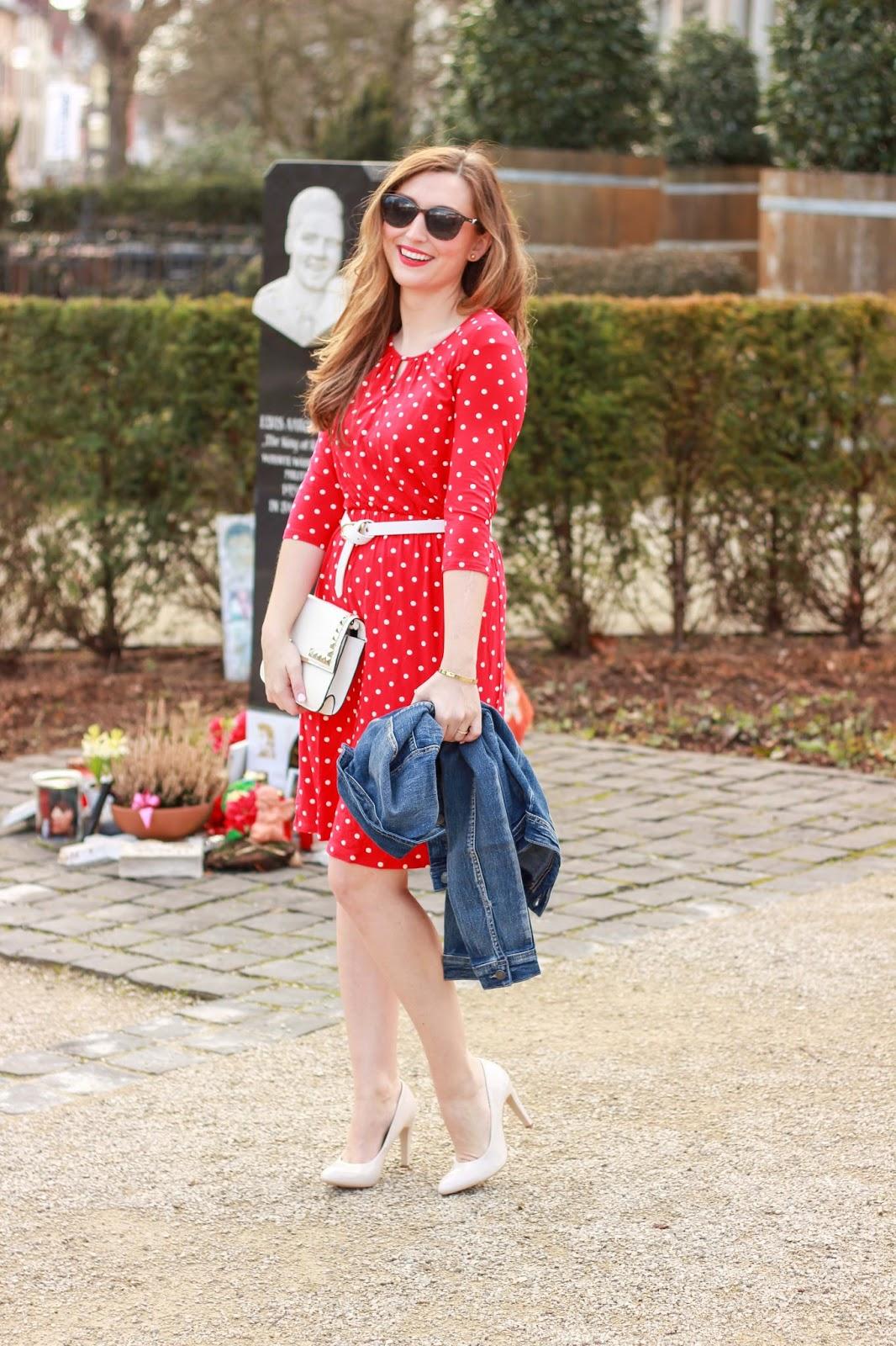 Rotes Pünktchenkleid von Conleys - Conleys Outfit . Streetstylle - 60 Style- Fashionblogger aus Deutschland