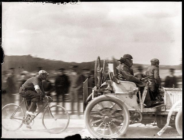 La course cycliste Bordeaux-Paris (1899) Josef Fischer Fernand Charron Panhard Levassor