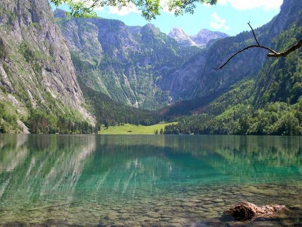 Изумрудено зелени води и романтика