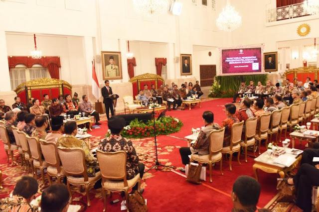Jokowi Minta Tak Ada yang Buat Aturan Sendiri