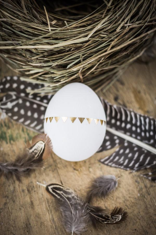 Goldene Muster auf Osterei ganz leicht selber machen