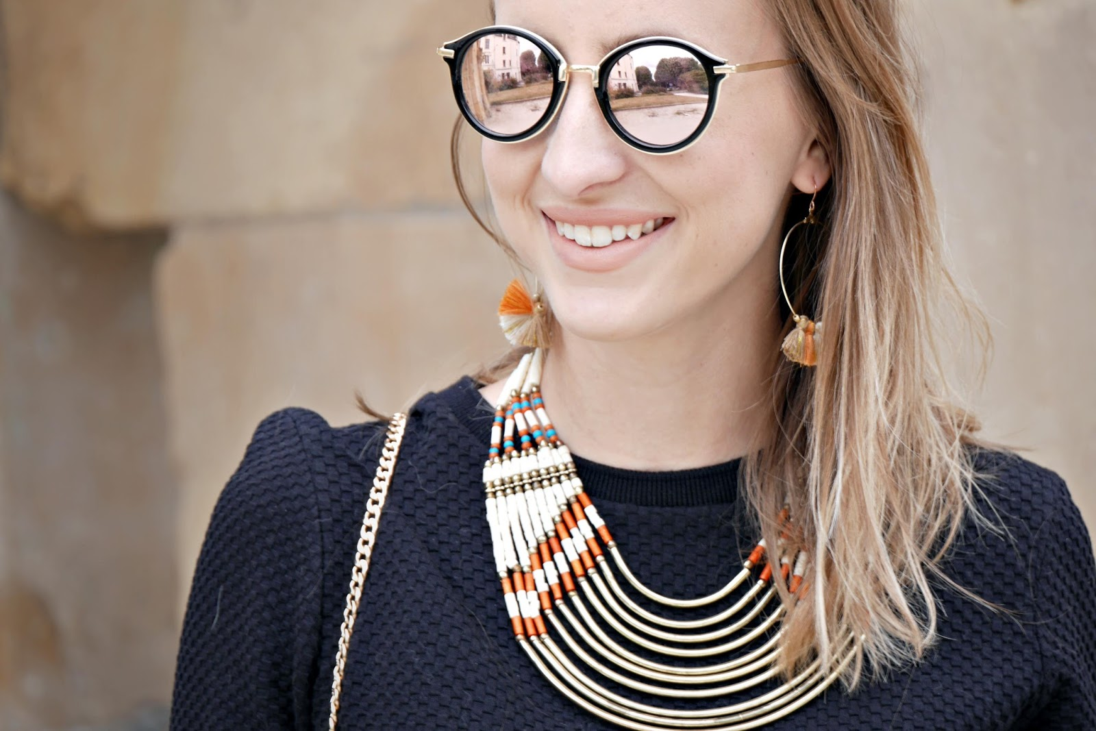 robe noire manche courte - lunettes de soleil