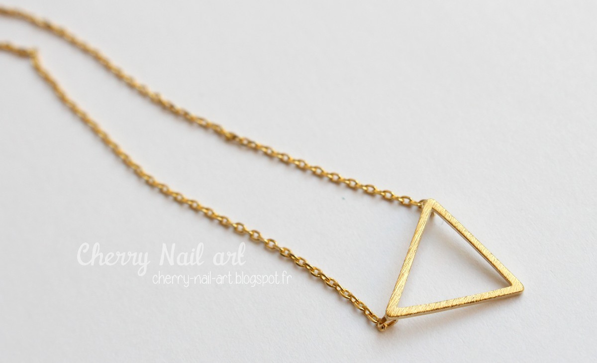 collier triangle luna pyxis