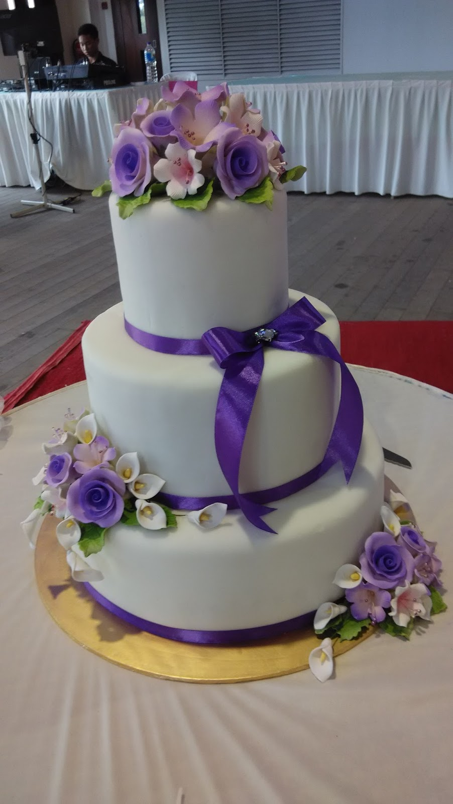 jujucupcakes: Royal Blue and Purple themed wedding cakes