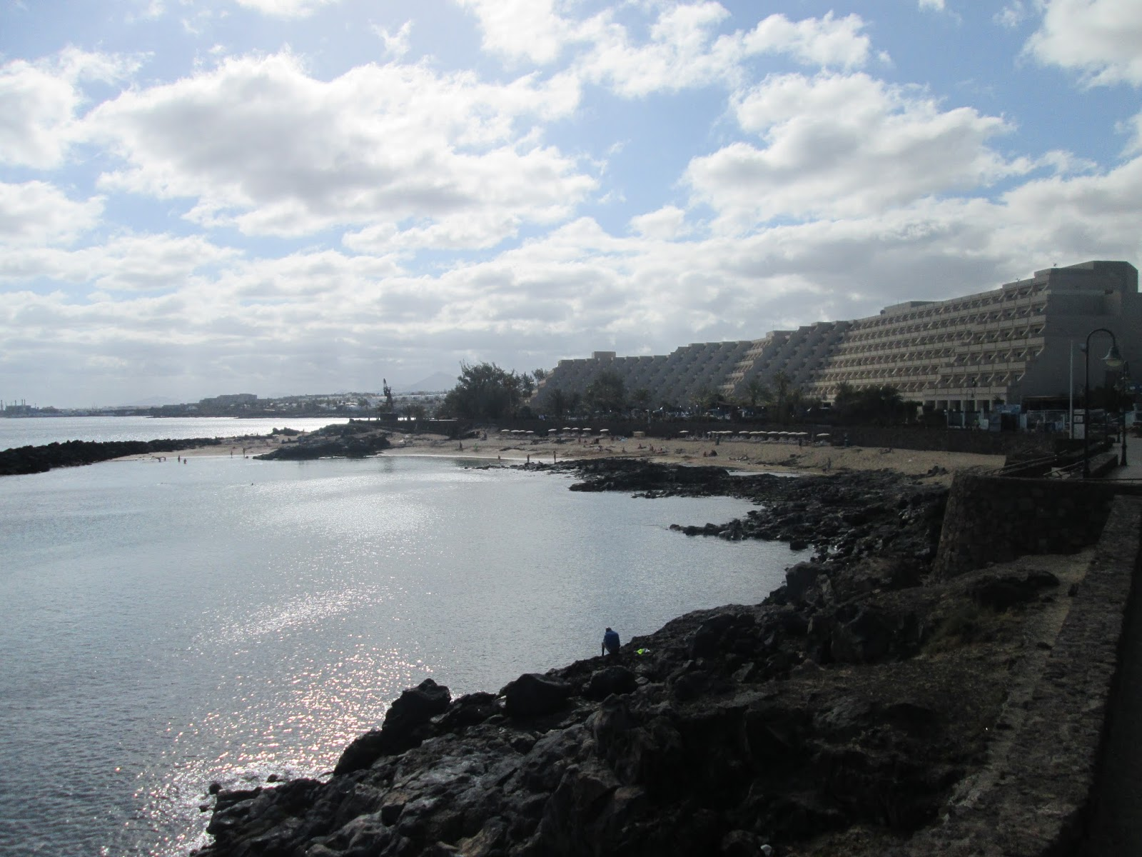 how to get from costa teguise to puerto del carmen