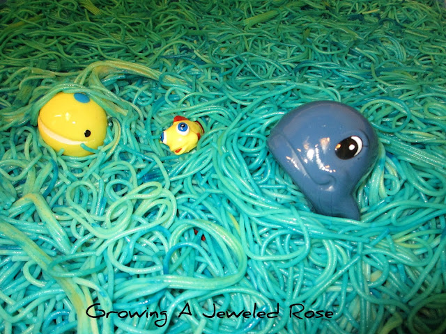 sea life spaghetti sensory play