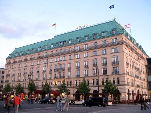 Hotel Adlon na Pariser Platz em Berlim