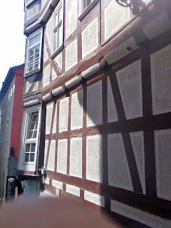 96ed03f0a Marburg – miasto powiatowe w Niemczech, w kraju związkowym Hesja, w  rejencji Gießen, siedziba powiatu Marburg-Biedenkopf, leży nad rzeką Lahn.