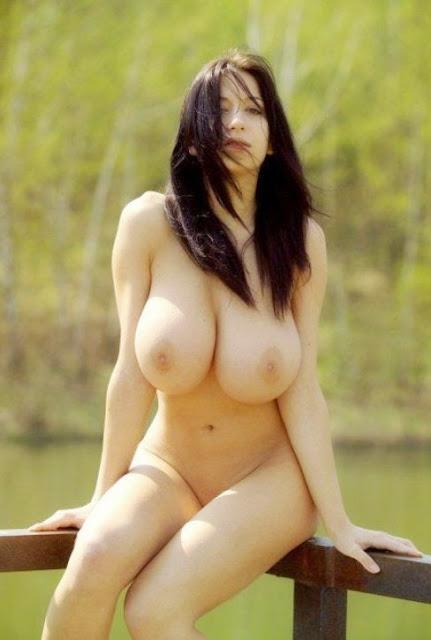 BIG TITS (jana defi) Голая девушка нудистка у речки с большой грудью ххх фото