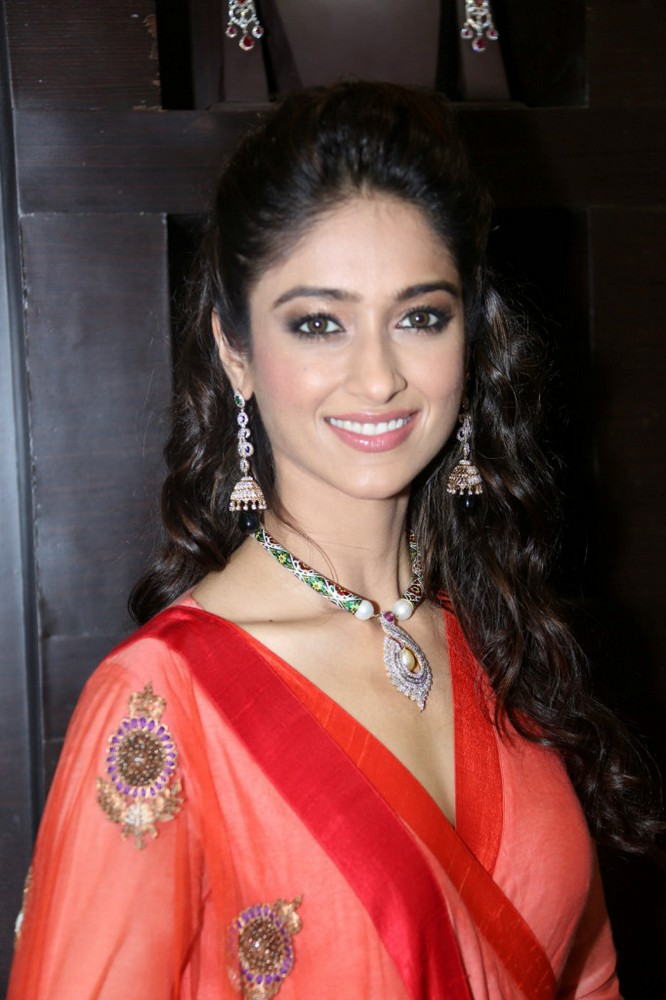 gorgeous and rosy Ileana cute in red