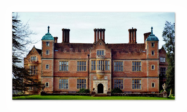 free crochet patterns, mitered squares, cushions, afghans, Chilham Castle,