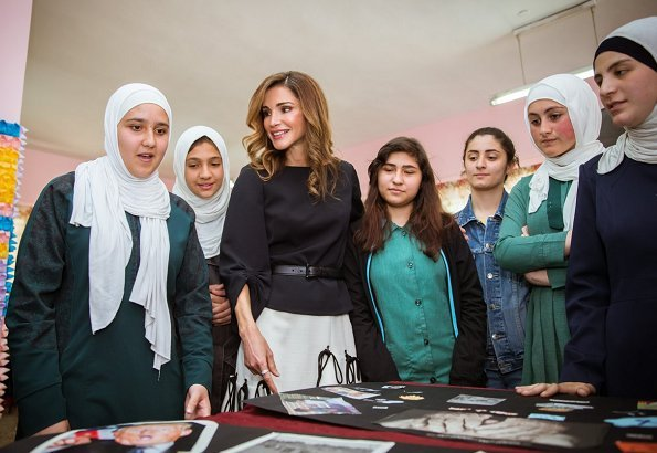 Queen Rania visited the Sweileh Secondary School for Girls in Amman to support the efforts and activities of a new campaign to fight bullying in schools