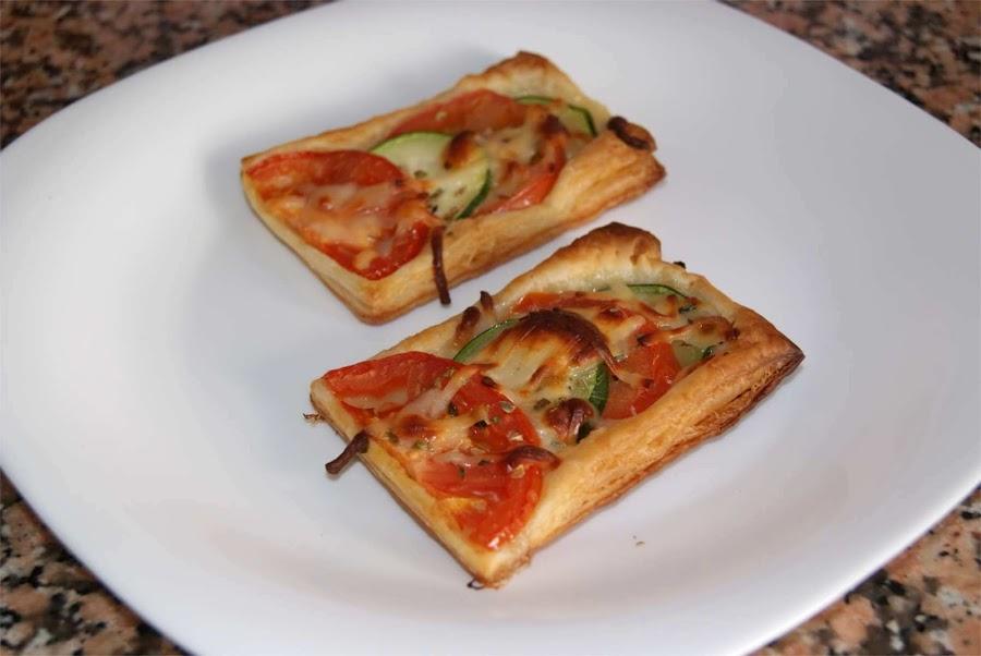 Hojaldres de tomate y calabacín