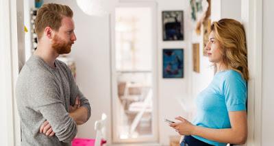 Ο τρόπος με τον οποίο, άθελα σου, μπορεί να καταπιέζεις το σύντροφό σου