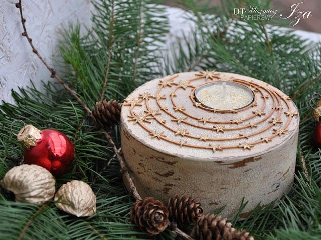 629. Drewniany świecznik jako świateczna ozdoba.