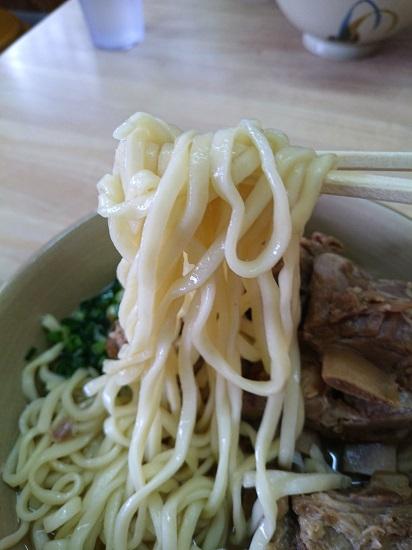 麺工房島風の細麺の写真