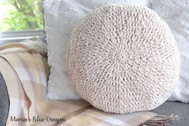 Velvet Circle Pillow - Free Crochet Home Decor Pattern - Maria's