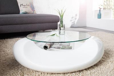 Luxusny biely stolik vo vysokom lesku.