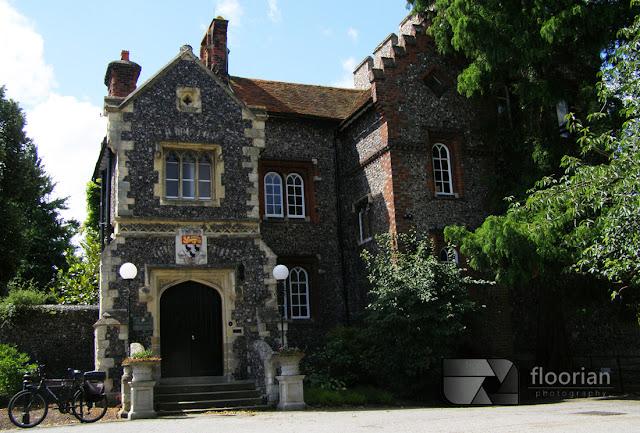 Wiktoriański dom - Tower House, będący biurem burmistrza miasta Canterbury w południowe Anglii - atrakcje turystyczne Canterbury