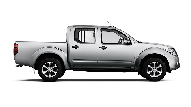 New Nissan Navara Visia side