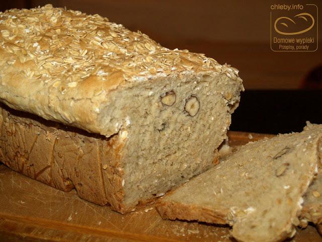 Chleb z orzechami i płatkami owsianymi