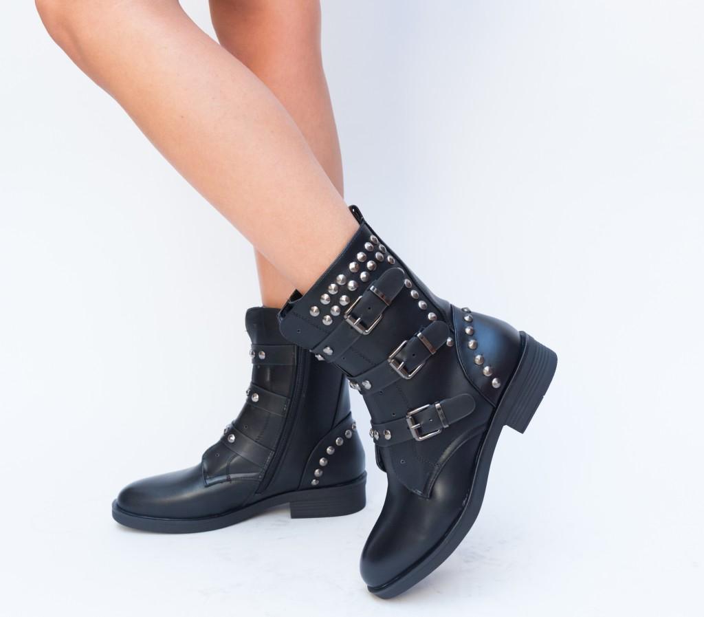 Ghete Negre de fete la moda cu insertii metalice stil rock