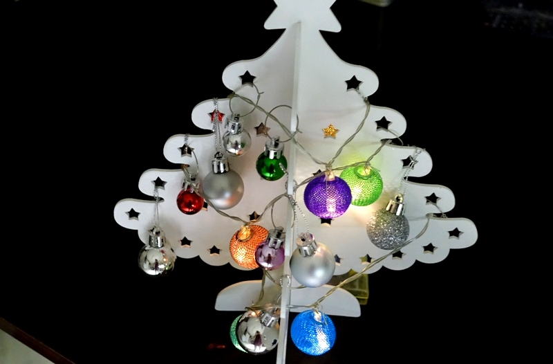 Christmas inspiration ideas decoration HEMA wooden Christmas tree Primark mini Christmas balls silver small multicolor Christmas balls drink tags Flying Tiger LED light chain multicolor metal balls