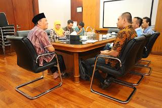 Wakil Walikota Bandung Oded M Danial dan utusan Kementerian PUPR