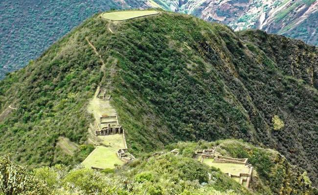 www.xvlor.com Choquequirao is complex of urban ruins built by Emperor Pachacuti