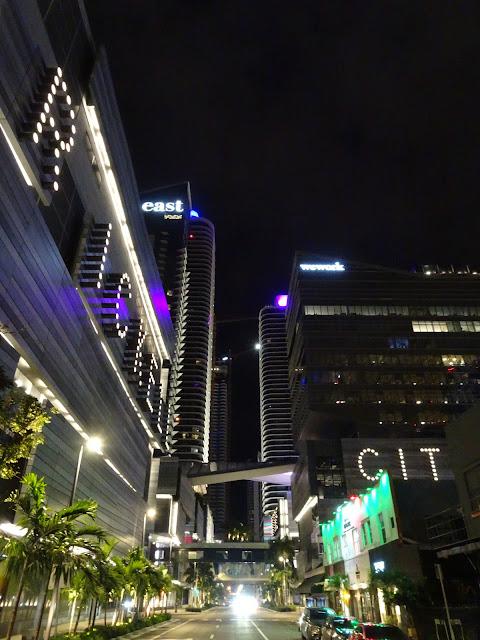 Rascacielos de la zona de Brickell por la noche
