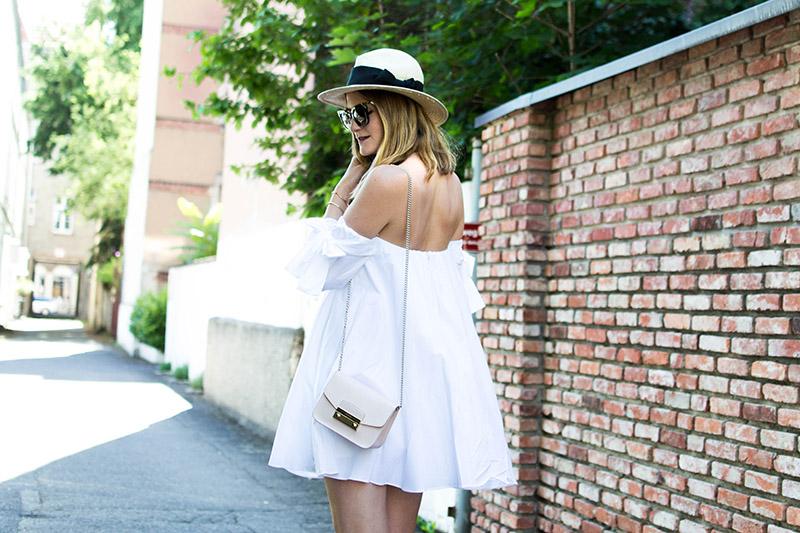 Petite robe blanche d'ete