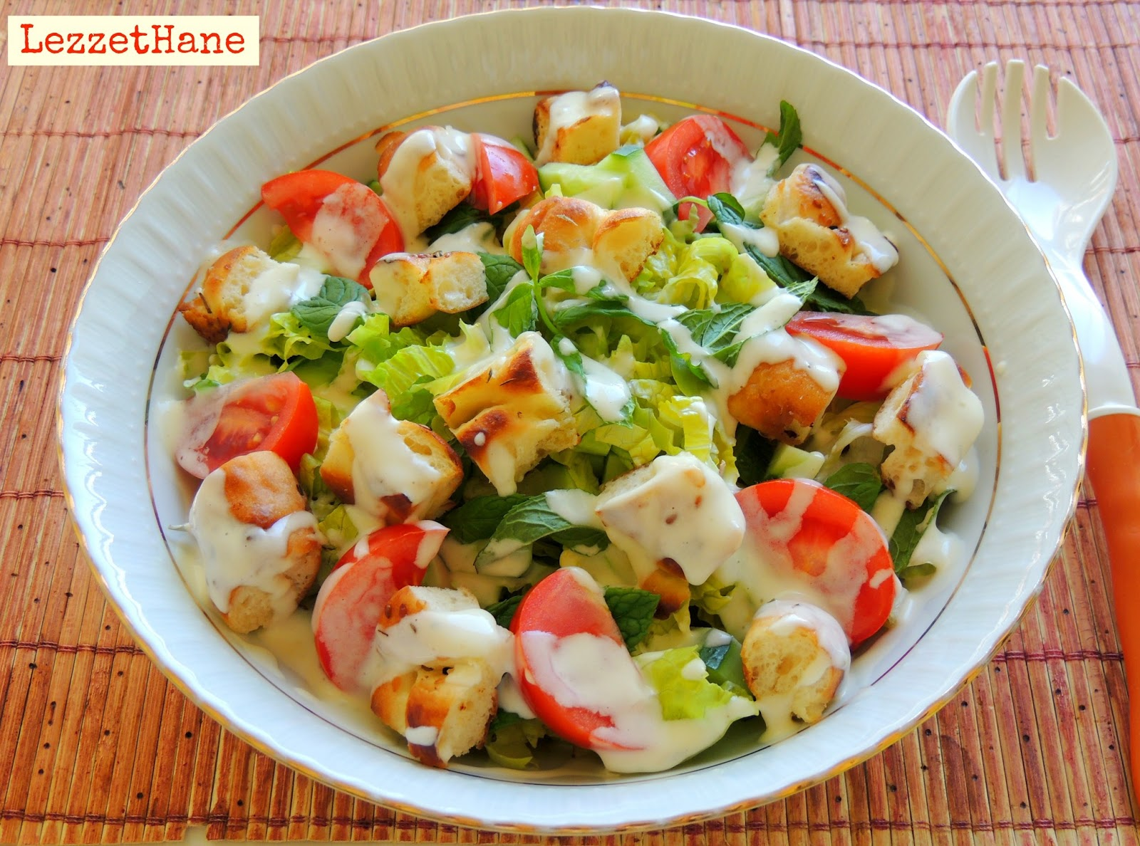 Yoğurtlu Mevsim Salatası