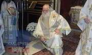 Ο Αμβρόσιος γονατιστός ζήτησε συγνώμη και ανακοίνωσε ότι αποχωρεί από το θρόνο του (βιντεο)