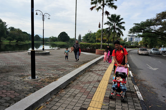 Morning Walking At Taiping Lake Garden