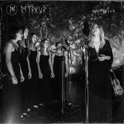"""Ακούστε την Myrkur να διασκευάζει το κλασικό τραγούδι των Bathory """"Song to Hall Up High"""""""