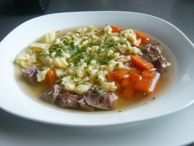 Pyszny rosół na giczy wołowej  - Rindfleischsuppe. Wartości zdrowotne rosołu - Czytaj więcej »