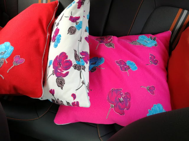 Fleece cushions with flower applications craftrebella