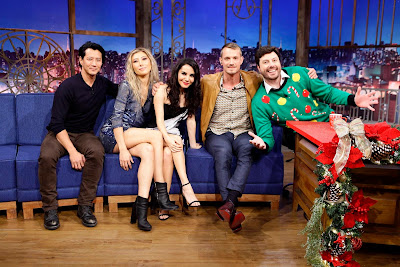 Will, Dichen, Martha e Joel com o apresentador (Crédito: Gabriel Cardoso/SBT)