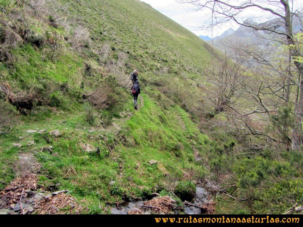 Ruta Peña Redonda: Cruce de arroyo después del hayedo