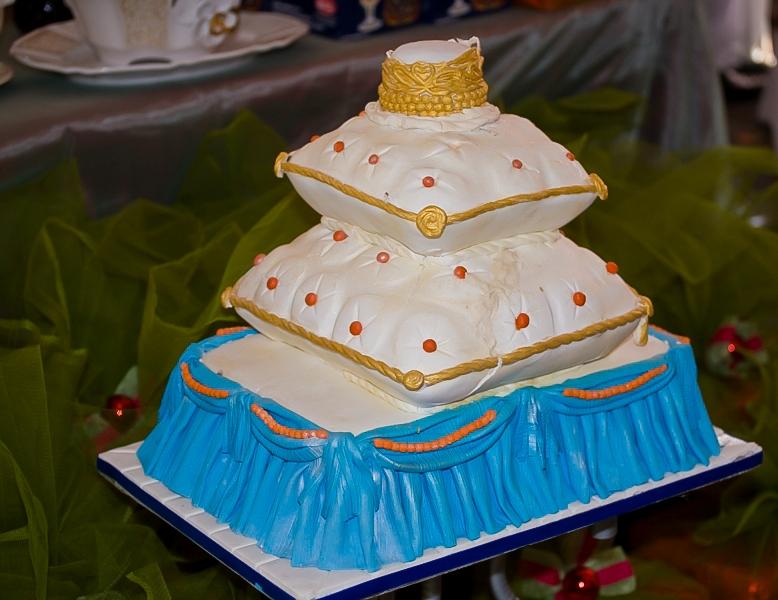 CAKE PARADE ARENA: June 2012