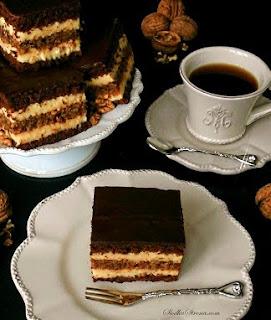 http://www.slodkastrona.com/2014/11/marysienka-czekoladowe-ciasto-z-warstwa.html
